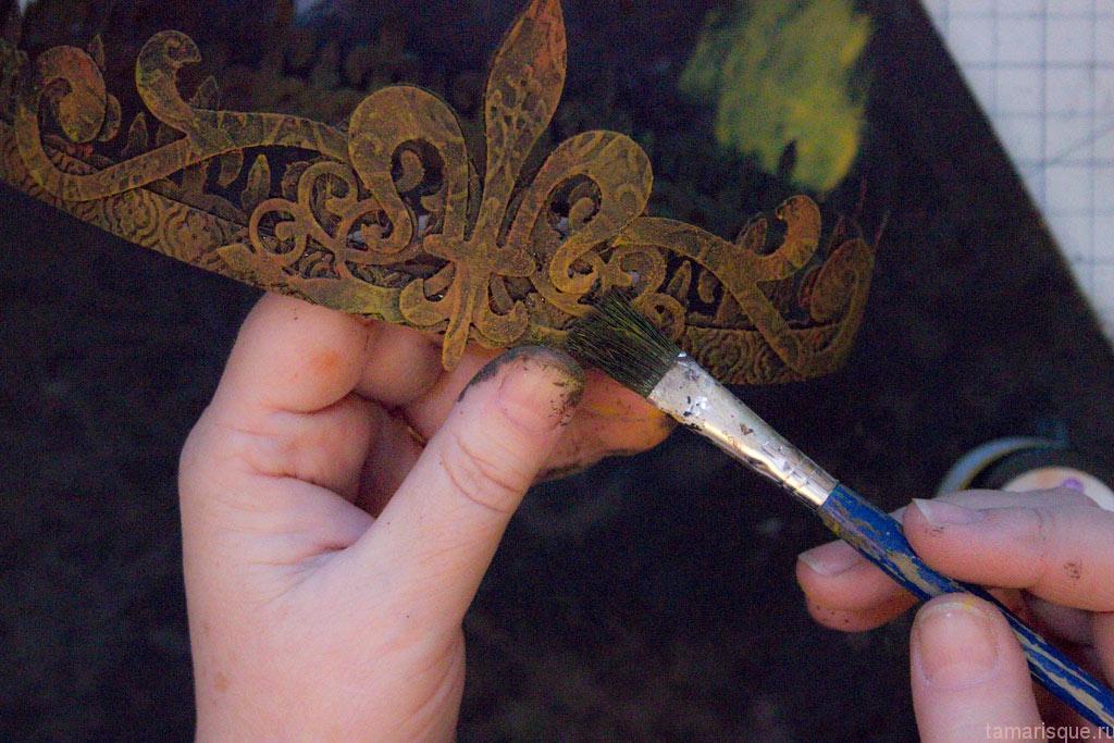 Делаем металлическую корону из картона