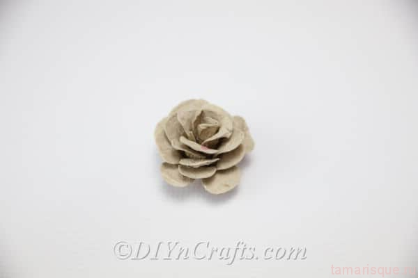 Розы из яичной упаковки